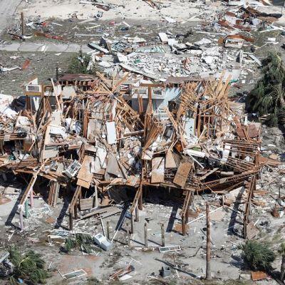 Trump irá a Florida y Georgia tras huracán 'Michael' que deja 13 muertos