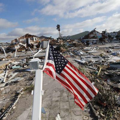 Fotos y videos de 'Michael', uno de los huracanes más furiosos desde 1969