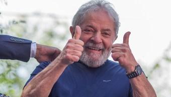 Lula pasa su primer cumpleaños en prisión