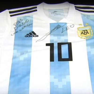 Messi autografía camiseta dedicada a Diego, menor que murió antes del Mundial de Rusia
