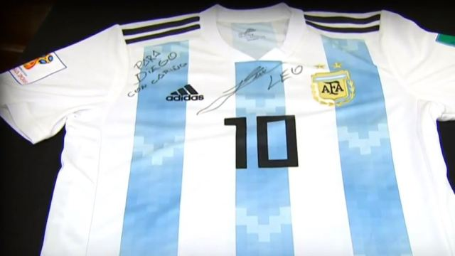 Messi autografía camiseta para Diego