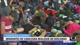 Migrantes centroamericanos pasan la noche en calles de Tapachula