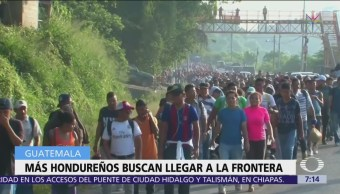 Migrantes de Honduras avanzan a través de Guatemala hacia México