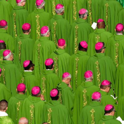Obispos en Sínodo piden perdón por 'abusos' y 'traición' a jóvenes