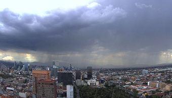 Prevén lluvias y 24 grados centígrados en la Ciudad de México