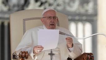 Papa expulsa del sacerdocio a dos obispos chilenos por abuso