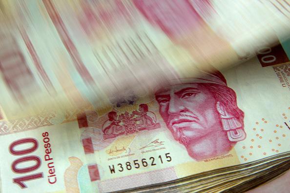 Peso mexicano gana, dólar cotiza en 18.79