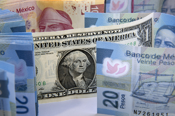 Dólar retrocede, se vende hasta en 19.13 peso