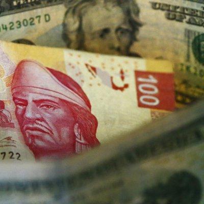 Peso mexicano se deprecia 0.5%, dólar cotiza en 19.03