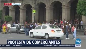 Policías y comerciantes se enfrentan en los alrededores de La Villa