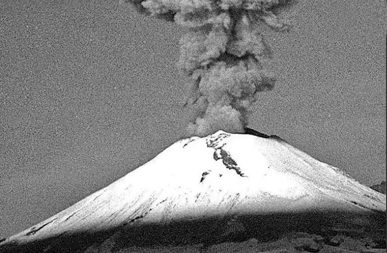 Popocatépetl lanza explosión con contenido de ceniza