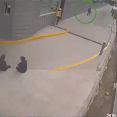 Presentan video de asalto a cuentahabiente en Polanco