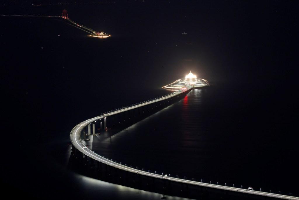 Inauguran el puente marítimo más largo del mundo