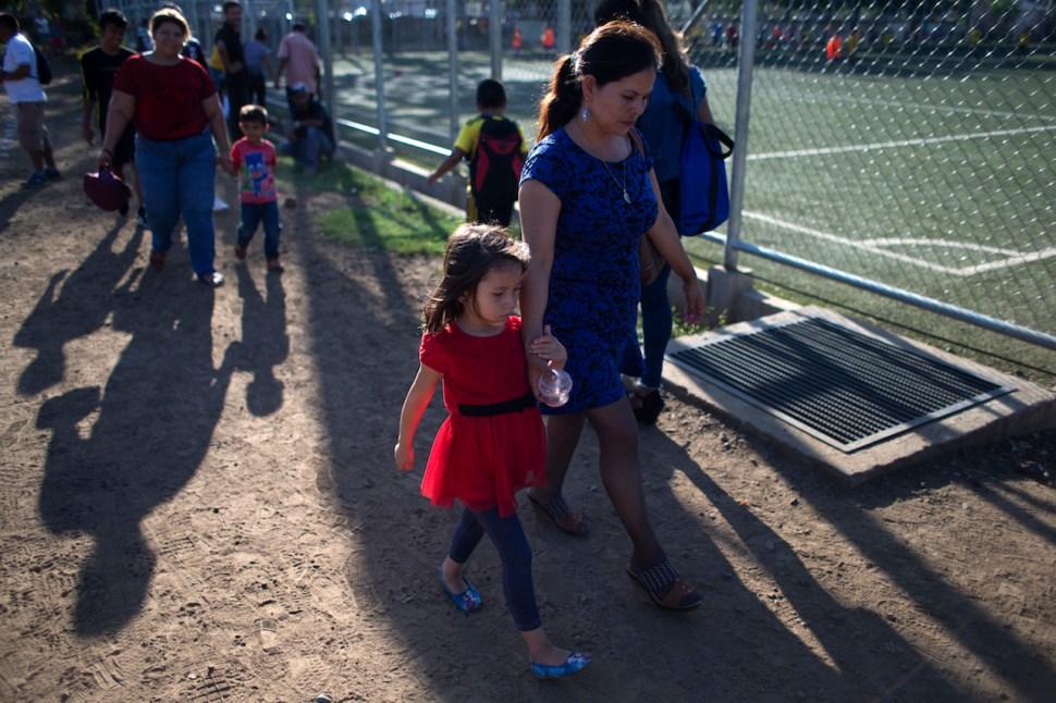 Familias-separadas-Nina-migrante-Migracion-Adopcion