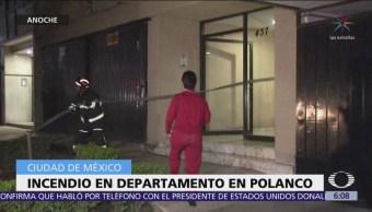 Rescatan a mujer durante incendio en departamento Polanco