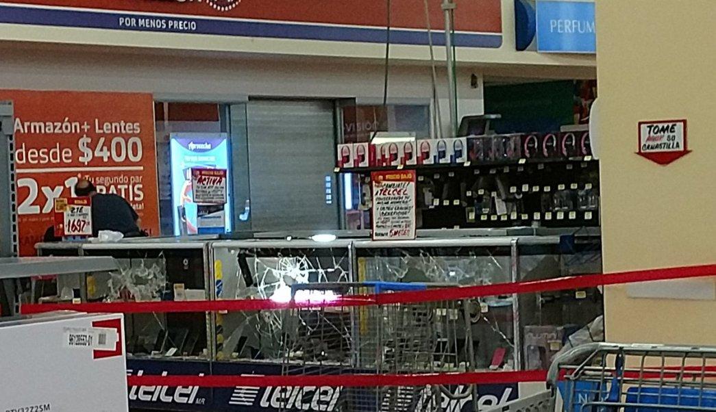 Roban celulares de tienda departamental en Azcapotzalco