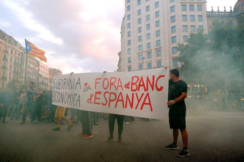 independentistas interrumpen trafico barcelona conmemorar referendum cataluna