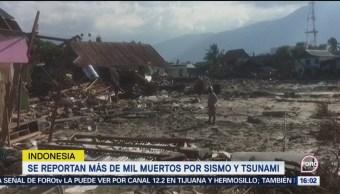 Trabajan entre escombros en la isla de Célebes