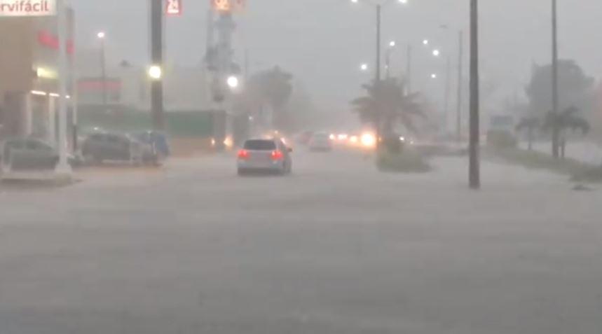 Tromba causa inundaciones y caída de árboles