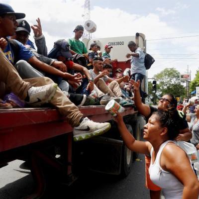 Trump amenaza cerrar frontera sur con México para detener caravana migrante
