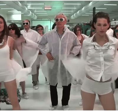 Críticas al Nobel de Física 2018 por video de baile sensual con estudiantes