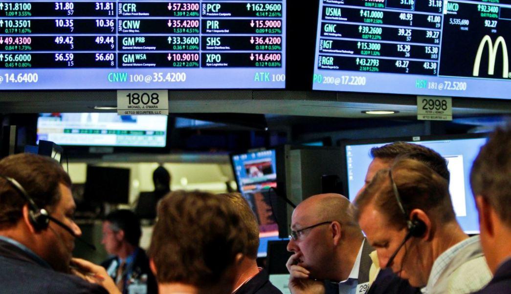 Wall Street abre con pérdidas ante altos tipos de interés