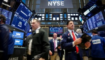 Wall Street amplía ganancias, Dow Jones cerca de récord