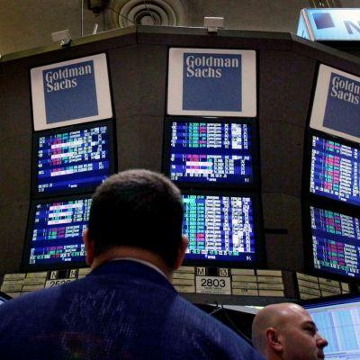 Wall Street baja ante alza de rendimiento de bonos de EU
