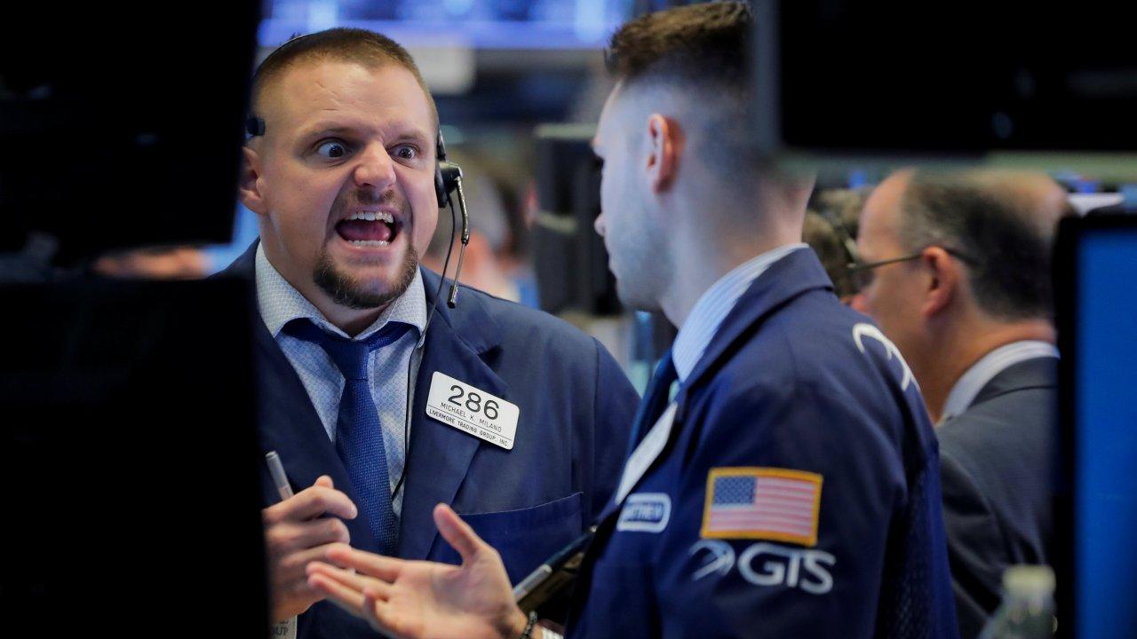 Wall Street cae por declive en tecnológicos y energéticos