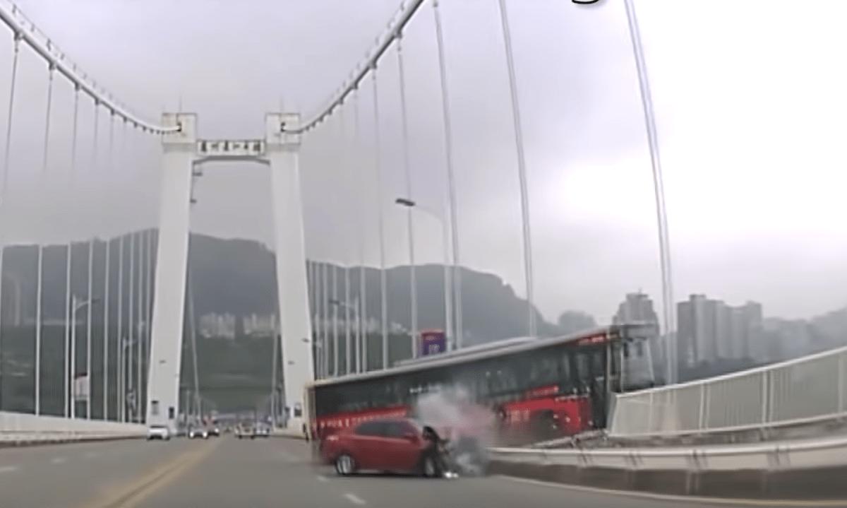 Video Pasajera Chofer Autobús Cae Puente
