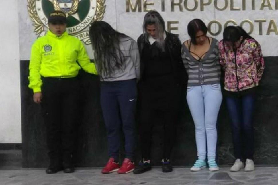 Arrestadas, las cuatro mujeres que escondían droga en sus partes íntimas para ingresarla al penal aparecen en esta fotografía del diario El Espectador (El Espectador)