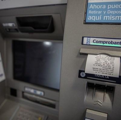 ¿Por qué son tan altas las comisiones bancarias en México?