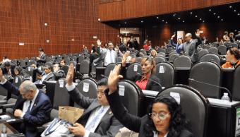 Publican decreto que limita salarios de servidores públicos