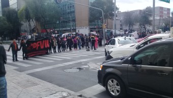 Caos vial por bloqueo de manifestantes en Río de la Loza