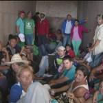 La caravana migrante que recorre el estado de Oaxaca, la primera de tres que se encuentran en México, acordó dirigirse a píe al estado de Veracruz a pesar de los peligros