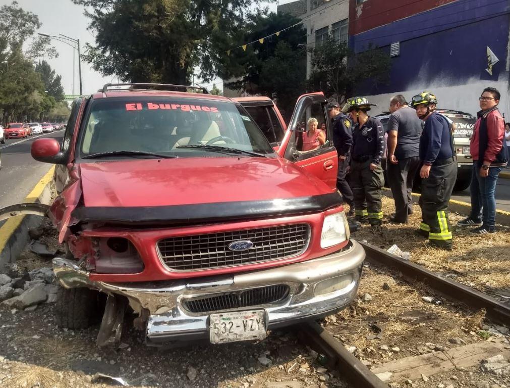 Volcadura de automóvil deja un muerto en Atizapán