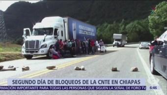 CNTE bloquea 7 carreteras en Chiapas por salarios atrasados