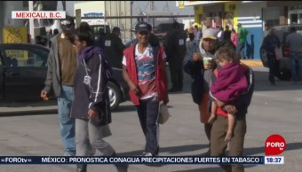 En Mexicali, migrantes buscan alimentación; piden que no se califique a todos por igual