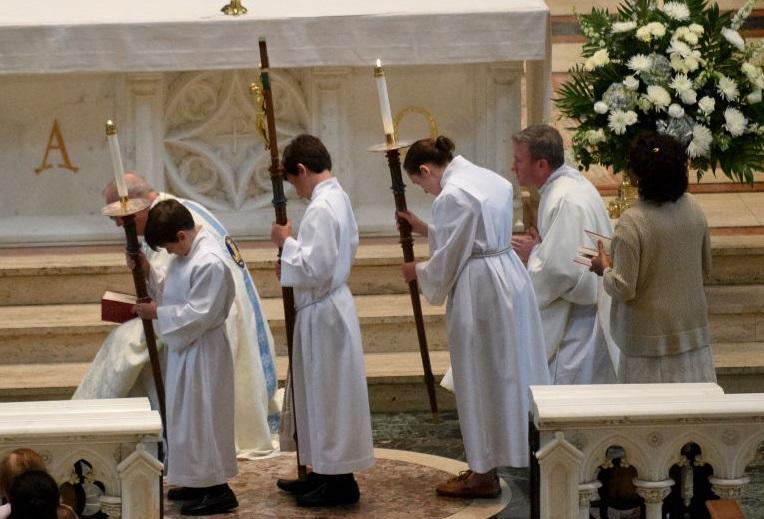 Obispos de EEUU retrasan medidas para combatir abuso sexual