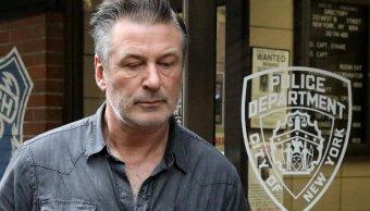 Liberan a Alec Baldwin tras ser arrestado en Manhattan