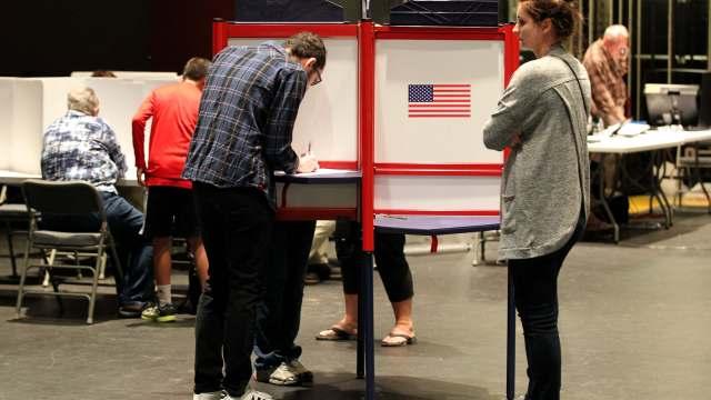 Cierra primeros colegios electorales en Estados Unidos