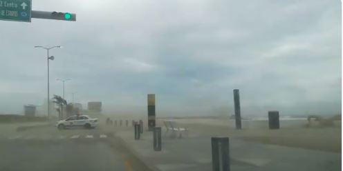Frente frío 10 provoca fuertes vientos en Veracruz; cierran puertos