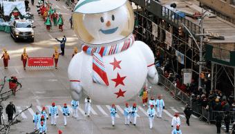 Millones de personas desafían frío en desfile Acción Gracias