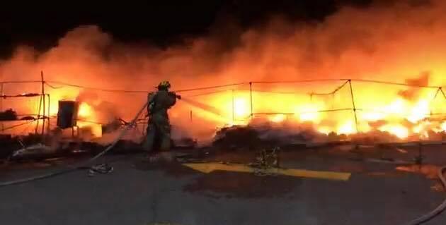 Incendio consume puestos de zapatos en Sonora