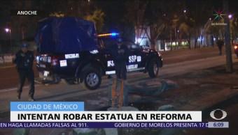 Intentan robar estatua de bronce en Paseo de la Reforma, CDMX