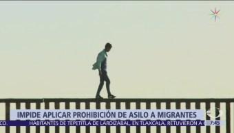Juez federal impide a Trump negar asilo a migrantes indocumentados