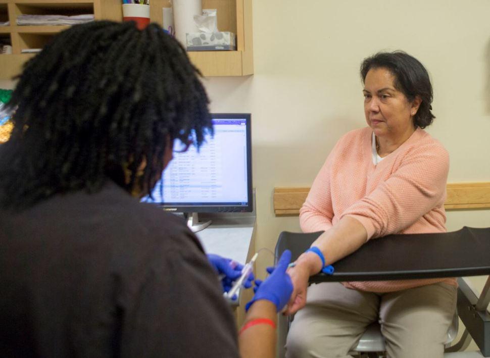 La proteína podría identificar daño renal por medio de un análisis sanguíneo, sin necesidad de biopsia renal (AP Images Archivo)