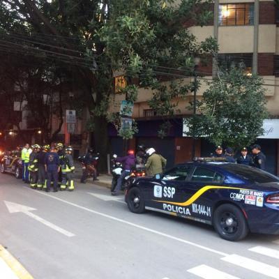 Menor de edad cae del tercer piso de un edificio en colonia Cuauhtémoc, CDMX