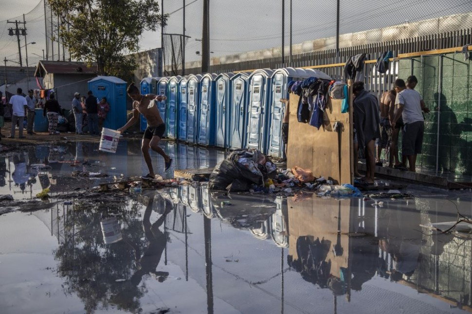 Migrantes centroamericanos serán reubicados a 20 km