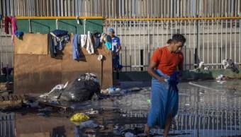 Reubican migrantes centroamericanos a 20 km garita Tijuana